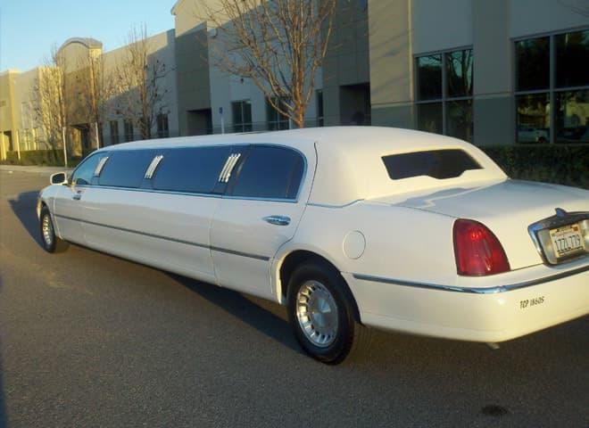White Lincoln Town Car Limo Ontario